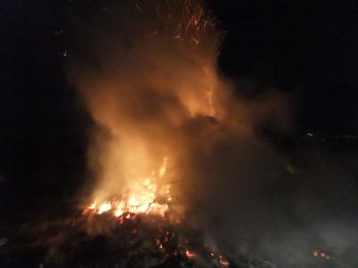 Bis tief in die Nacht brannte das Feuer!